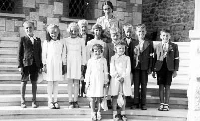 Avgust 1943 - Vanda Fajdiga s svojo skupino prvoobhajancev