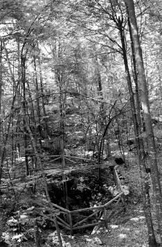 Andrejčkovo brezno - Križ sega v globino