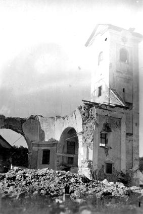 Zvonik razrušene cerkve. Zaradi njega je nastal upor