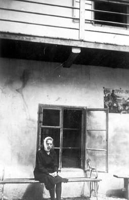 Leto 1944 – Micka More pred domobransko postojanko v Škofji Loki