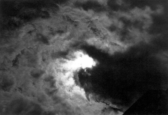 Črna zver napade sonce Mirko Kambič
