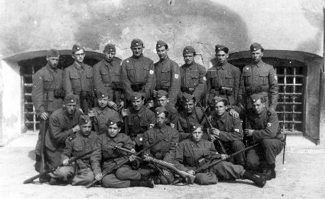 Domobranski topničarji na Ljubljanskem gradu 1944