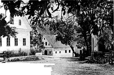 Velika Ligojna – notranjost vasi s kapelico
