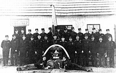 Rovtarski gasilci – peti v prvi vrsti z leve je Pavel Lukan
