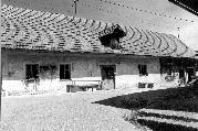 Dvorišče pred Mrkusovo hišo