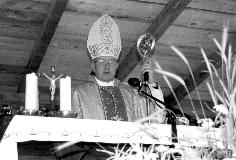 Nadškof Hočevar med mašo