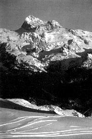 Gora v snegu