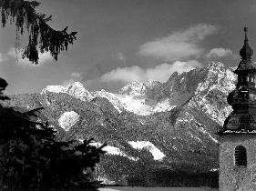Drevo in cerkev, nato gozdovi in gore
