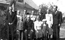 Kolenčeva družina iz Dolenjega Globodola 1940 – Stojijo z leve Lojze,                         Franc, Jože in Anton – Vsi štirje so bili domobranci, Jože in Anton sta                         padla 1944, Lojze in Franc pa sta bila umorjena 1945