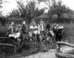 Prešerna kulturnoprosvetna druščina v Poljanski dolini okoli leta 1930