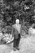 Peter Klopčič na vrtu svoje hiše v Torontu